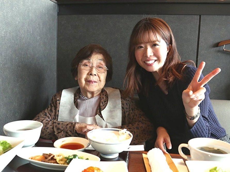 まるでおばあちゃんと孫みたいに仲良しです